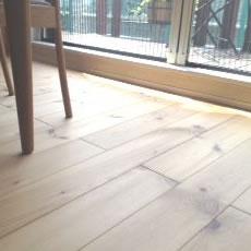 パイン(松)の床